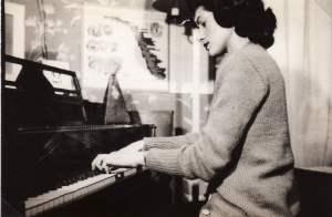 Album 03-018a Veneta at her beloved piano, 1946